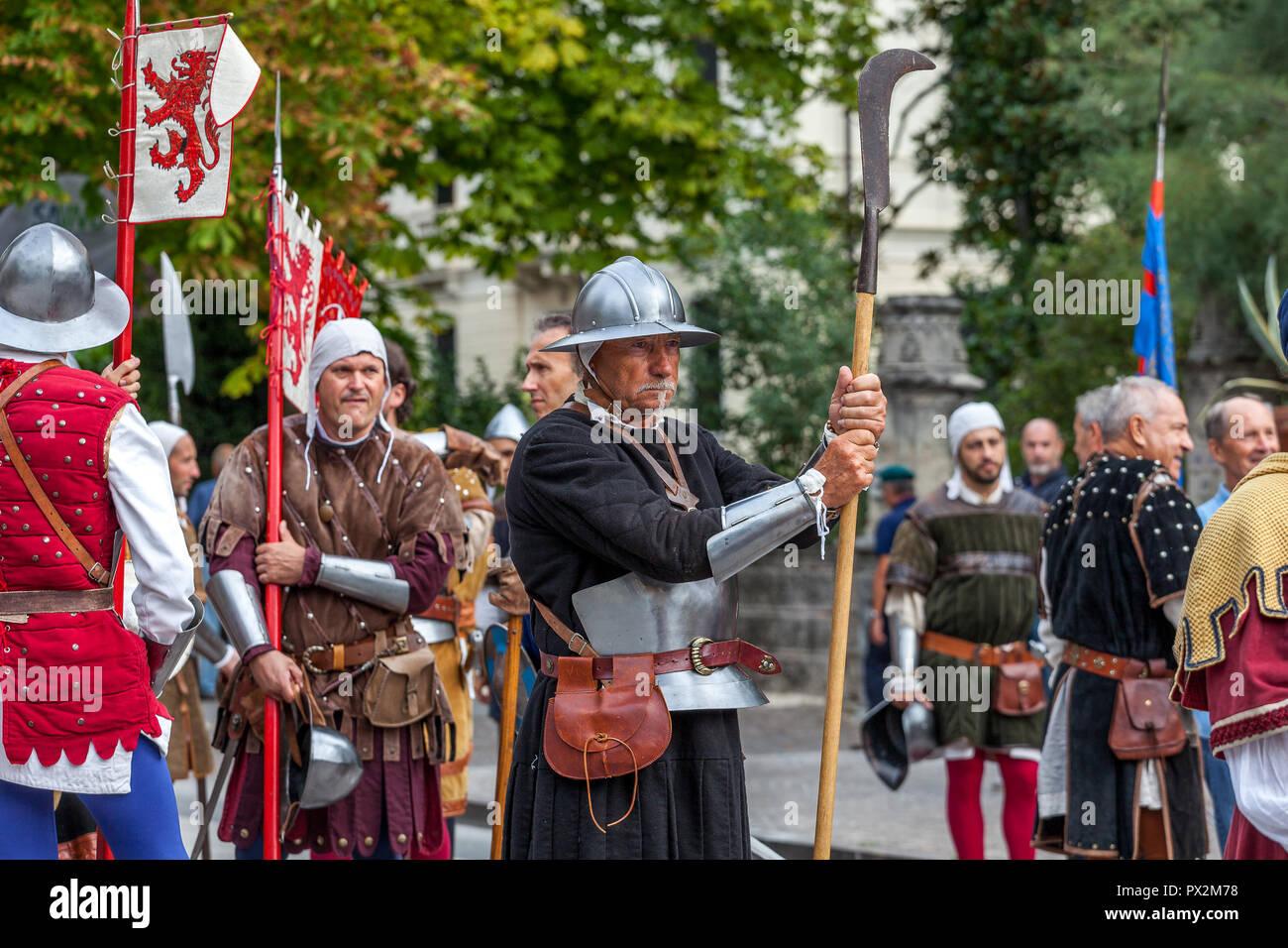 VITTORIO VENETO, Italia - 23 settembre 2018: rievocazione storica con persone vestite come soldati della Serenissima Repubblica di Venezia Foto Stock
