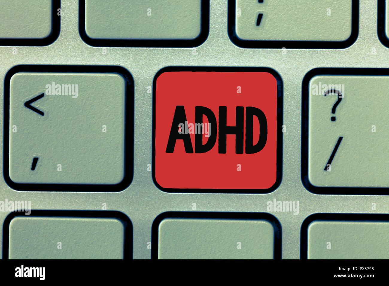 La scrittura della nota mostra ADHD. Business photo vetrina per la salute mentale del disturbo di bambini iperattivi Trouble prestando attenzione. Immagini Stock