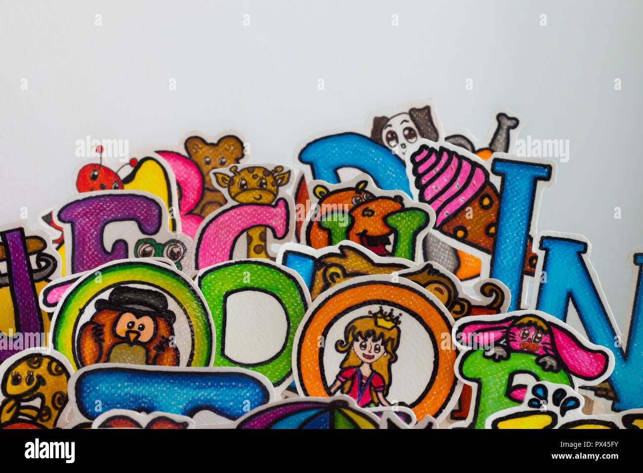 Lettere Colorate Con Cartoni Animati Foto Immagine Stock