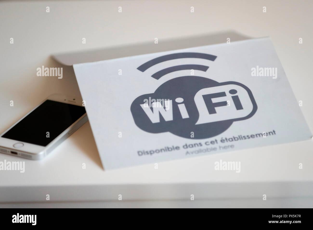 WIFI disponibile in camera. Immagini Stock