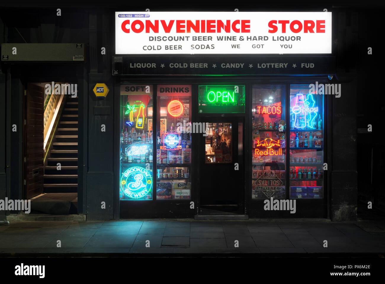 Il minimarket bar situato su High Street nel quartiere settentrionale area del centro della città di Manchester, UK. Immagini Stock