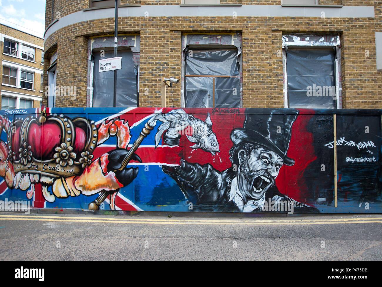 Il Jack Kipper artwork da Michael Batchelor (DynamicKart) & KingCrab artwork da Jules Muck (MuckRock) - Street Art London in ed intorno a Brick Lane / Foto Stock