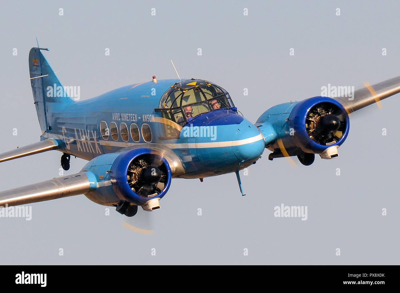 Avro XIX C19 Anson 1940s piano. Avro diciannove ad ala bassa formazione vintage velivoli da trasporto di proprietà di BAE Systems. Il volo a Shuttleworth Immagini Stock
