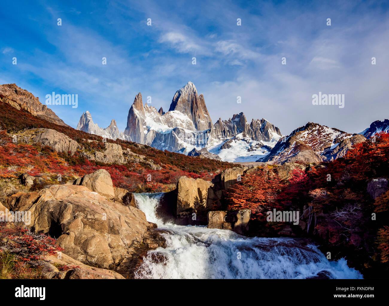 Le cascate della Arroyo del Salto e del Monte Fitz Roy, parco nazionale Los Glaciares, Santa Cruz Provincia, Patagonia, Argentina Immagini Stock