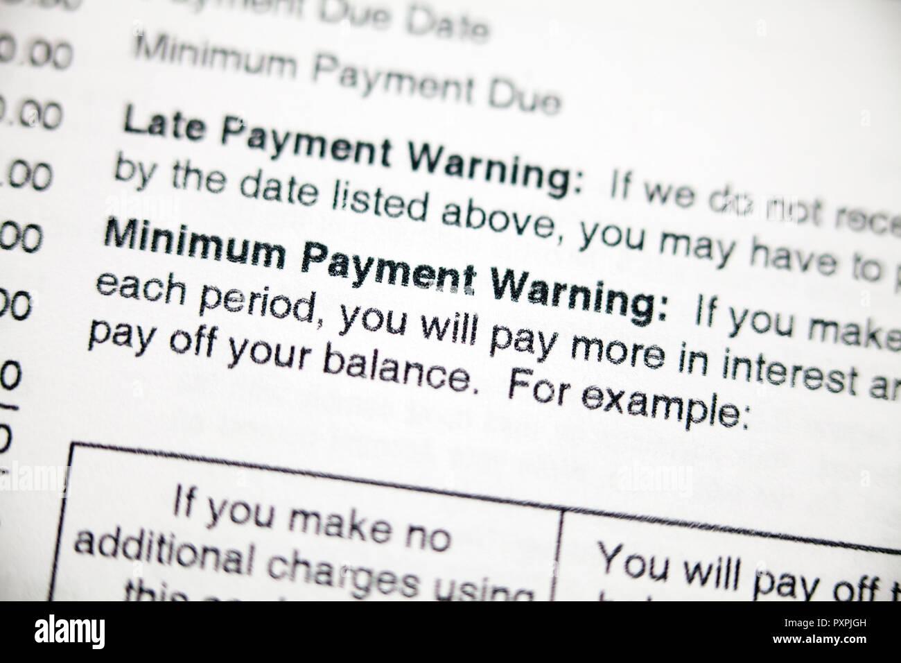 Pagamento tardivo di avvertimento e di pagamento minimo di avvertimento sulla dichiarazione della carta di credito - USA Foto Stock