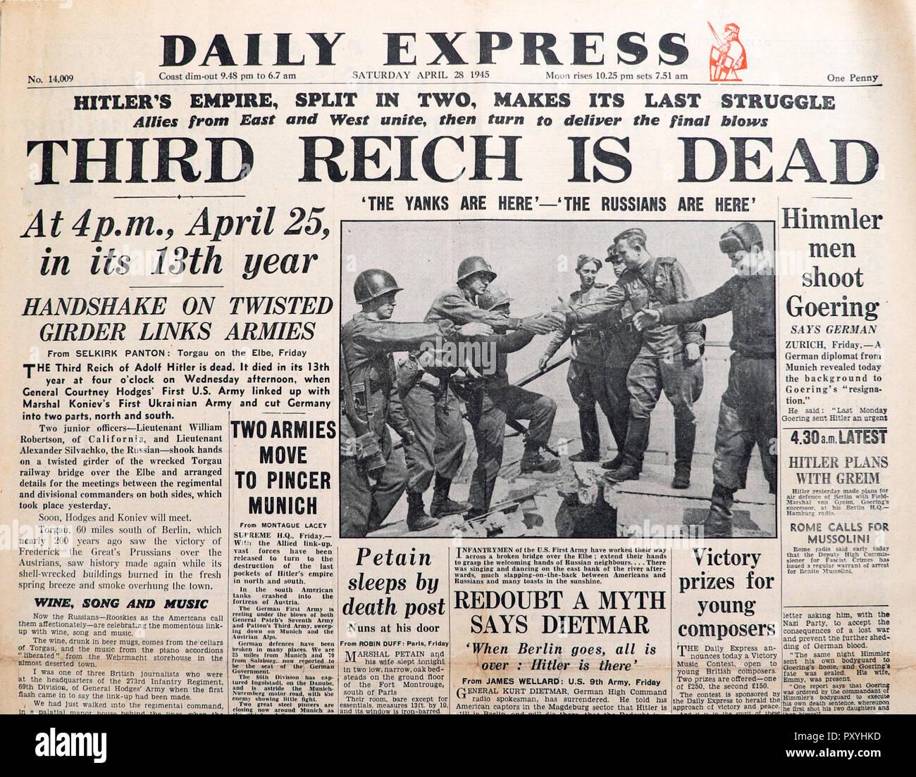 """""""Terzo Reich è morto' Daily Express front page titolo di giornale su la fine della Seconda Guerra Mondiale II WWII in 28 aprile 1945 Londra Inghilterra REGNO UNITO Foto Stock"""