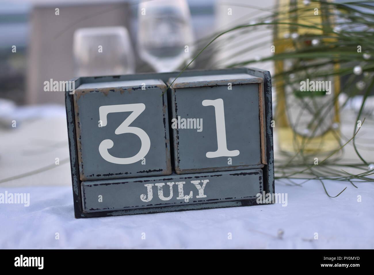 Calendario 31 Luglio.I Blocchi Di Legno Nella Casella Con La Data Il Giorno E Il