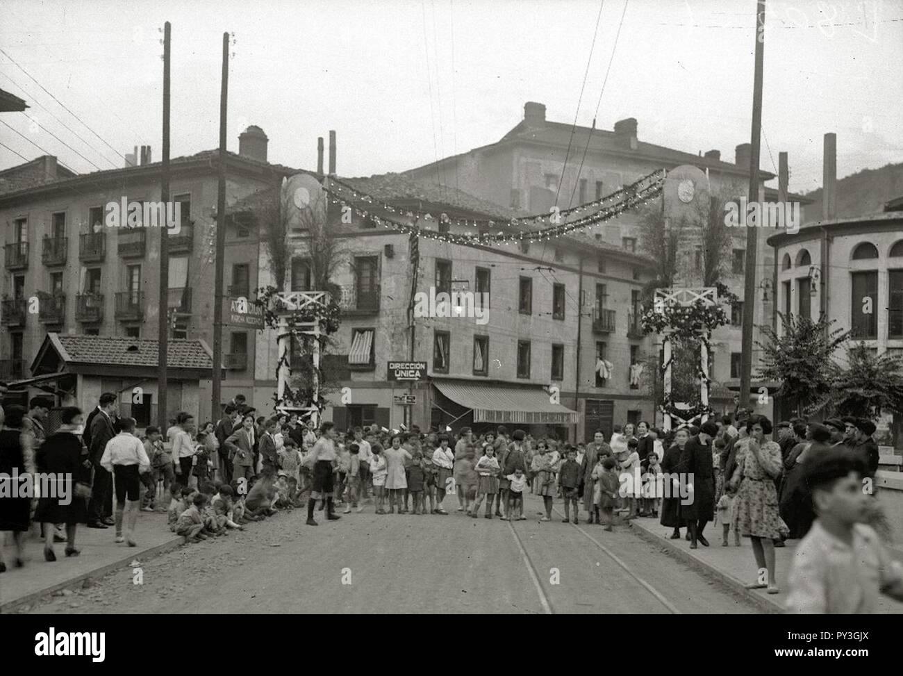 Calles de Tolosa engalanadas con motivo de la Asamblea Eucarística Immagini Stock