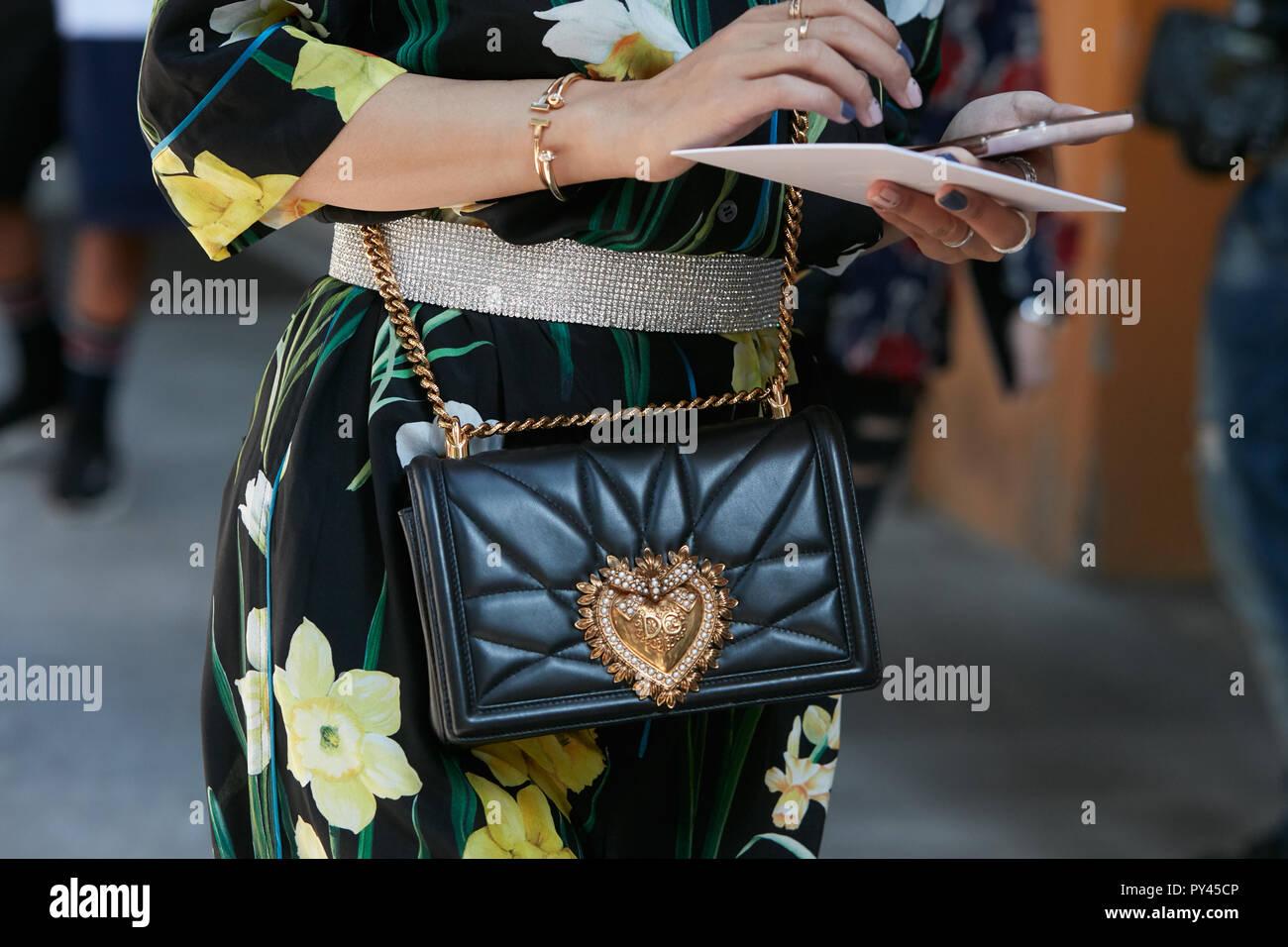 Gold Chain Belt Immagini   Gold Chain Belt Fotos Stock - Alamy 86188d52446f