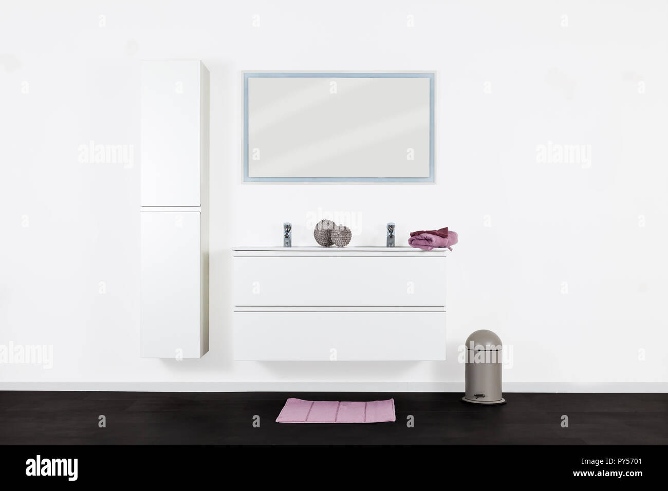 Studio riprese di un set completo per il bagno foto & immagine stock