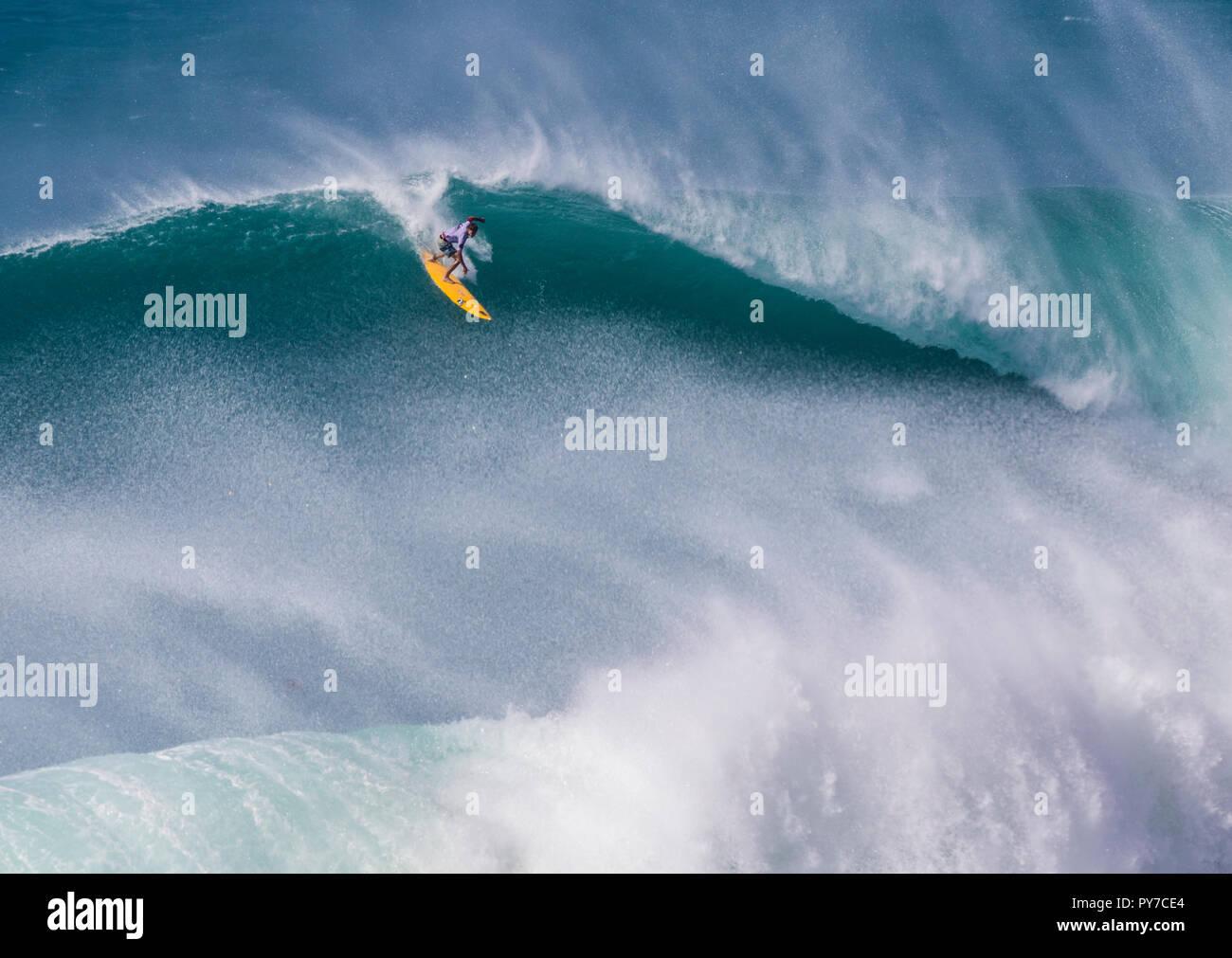 Mark Healey all'2016 Eddie Aikau surf contest. Immagini Stock