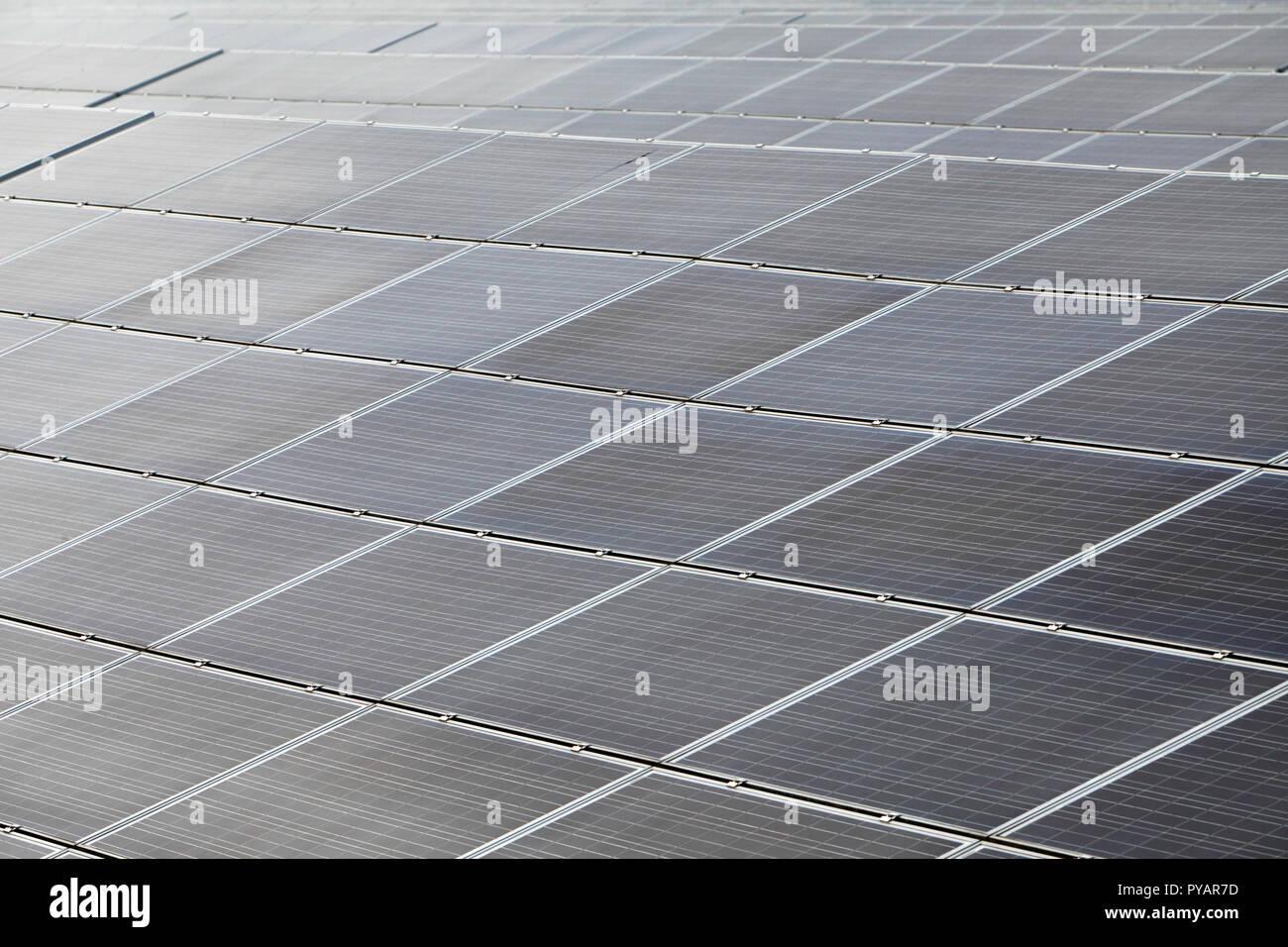 Celle fotovoltaiche, energia termica solare. Le celle di PV. Immagini Stock