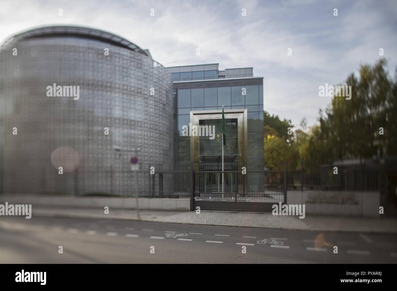 09.10.2018, Berlin: Blick auf die Botschaft des Königreichs Saudi-Arabien a Berlino. (Aufahme mit Tilt-Shift Objekiv) Foto: Wolfram Kastl/dpa | Utilizzo di tutto il mondo Immagini Stock