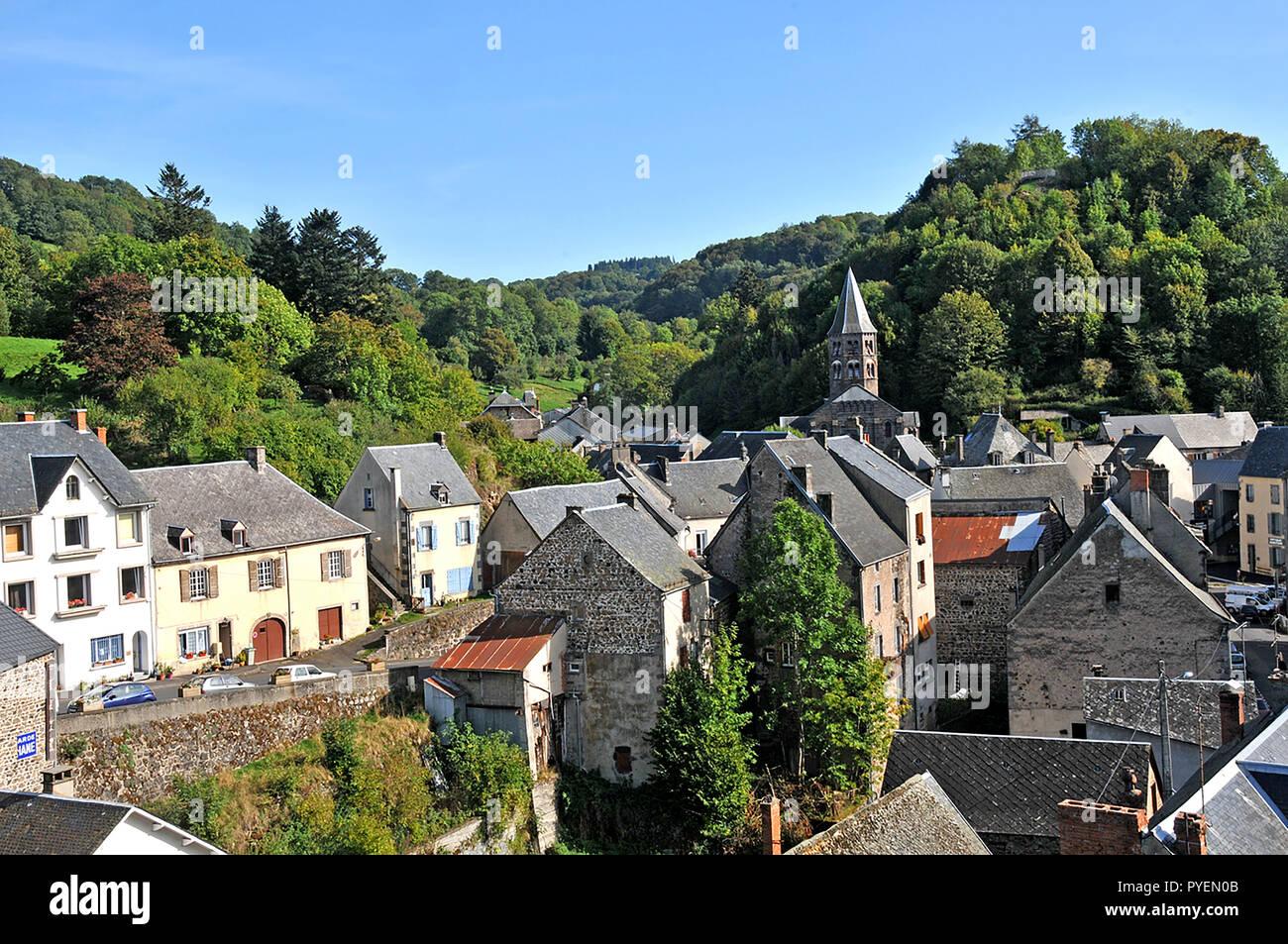 Villaggio Rochefort-Montagne, Puy-de-Dome, Auvergne, Massif-Central, Francia Immagini Stock