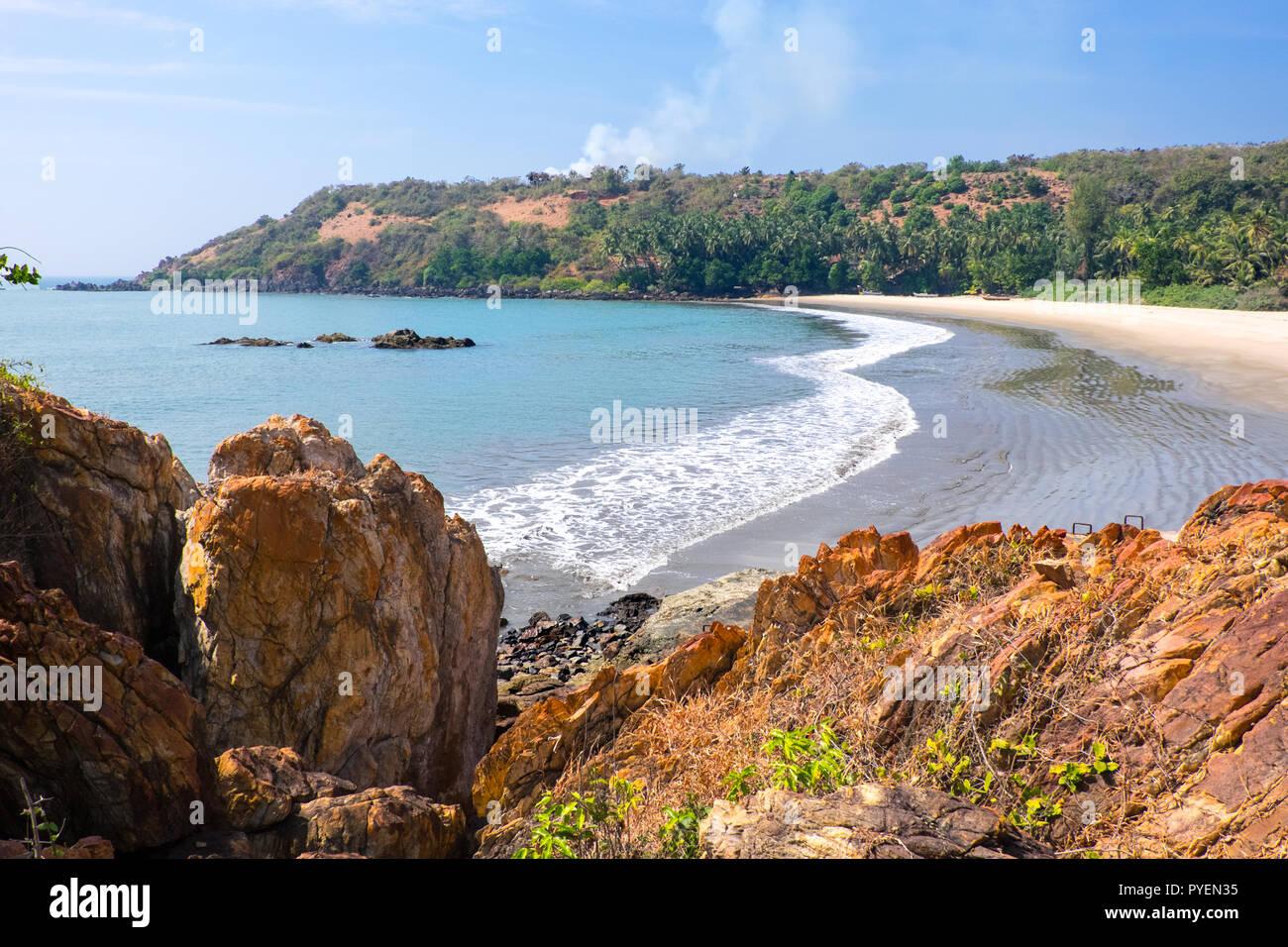 Una spiaggia deserta di nello Stato di Maharashtra, India Immagini Stock