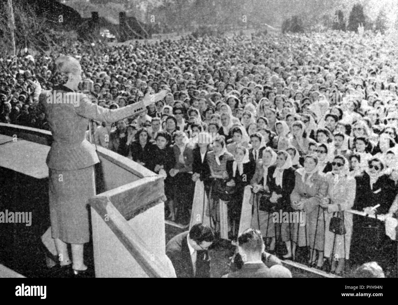 EVA PERON (1919-1952), moglie del presidente argentino Juan Perron, circa 1948 a al rally per womens' i diritti di voto di un bout 1950 Immagini Stock