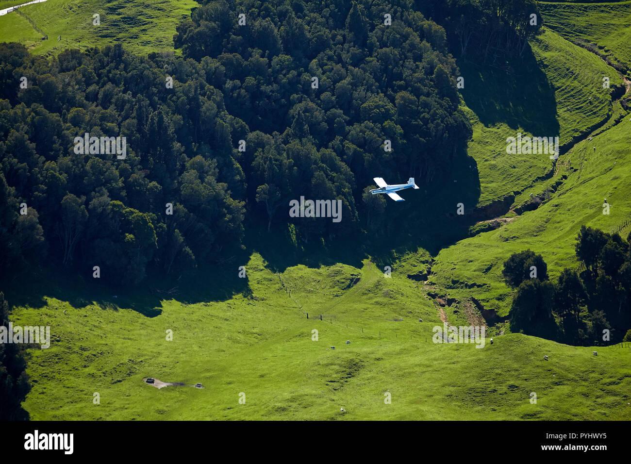 Top dressing piano e terreni agricoli vicino a Rotorua, Isola del nord, Nuova Zelanda - aerial Immagini Stock