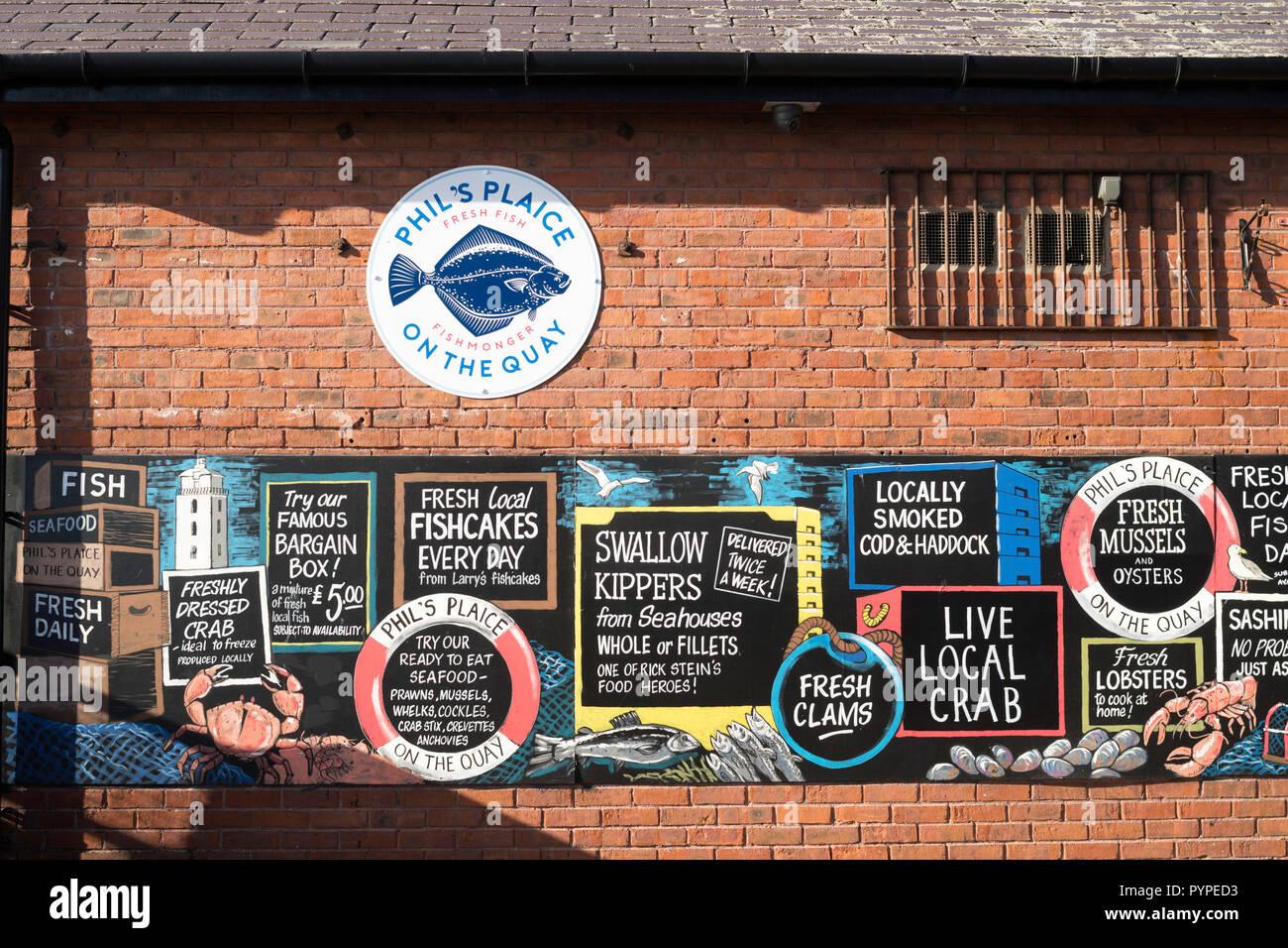 e0c2ae42fbe Fare pubblicità al di fuori del Phil passera pescivendoli su North Shields  Fish quay