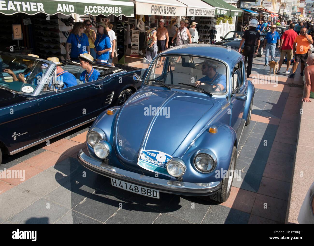 Classico Volkswagen maggiolino. Classic Car Meeting in Torremolinos Málaga, Spagna. Foto Stock