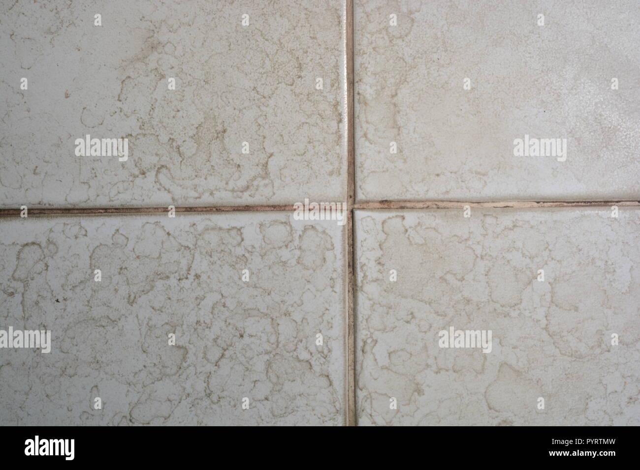 Chiusura del bagno piastrelle per pavimento texture con macchie di