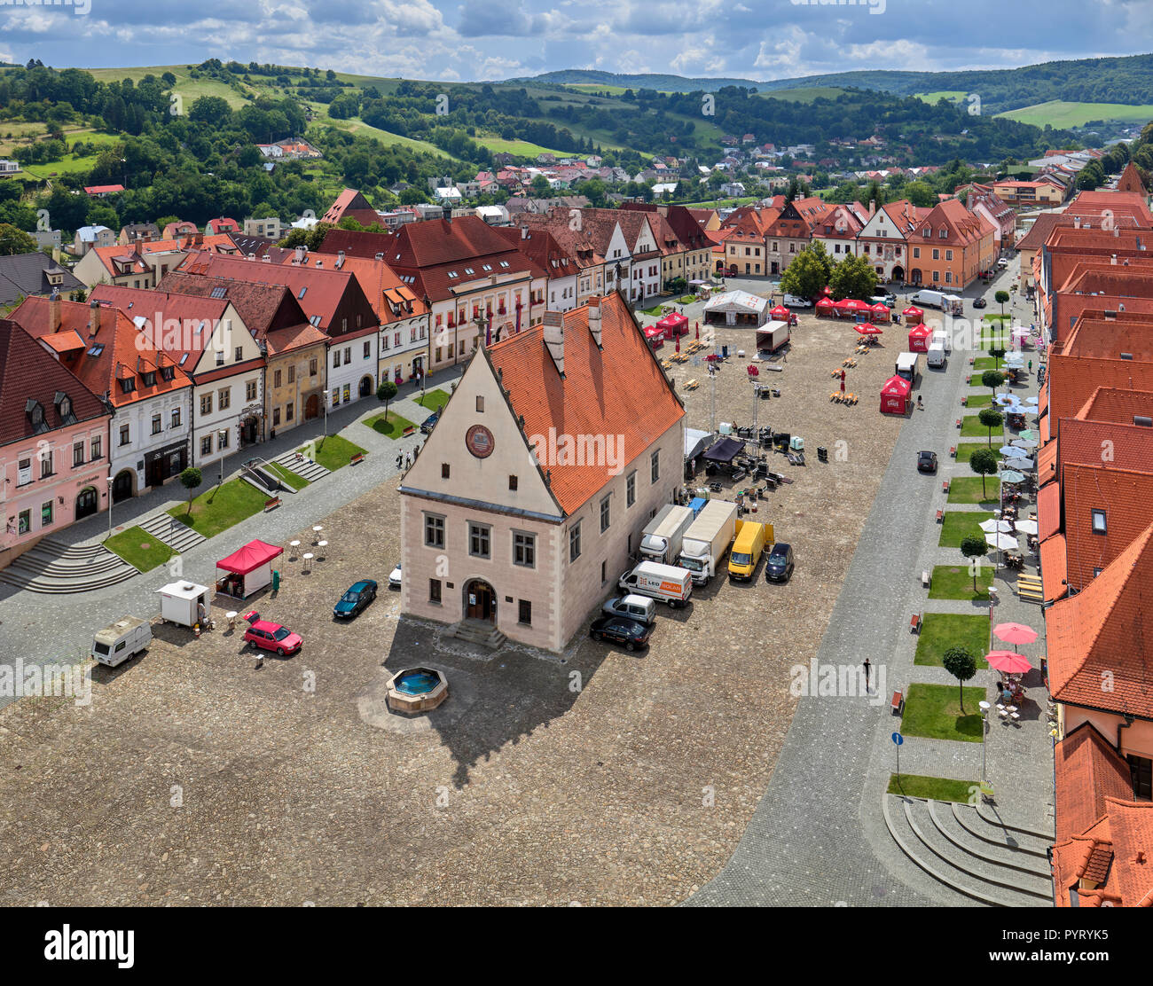 Piazza del Municipio visto dalla Torre della Basilica di Saint Egidius in Bardejov, Slovacchia Foto Stock