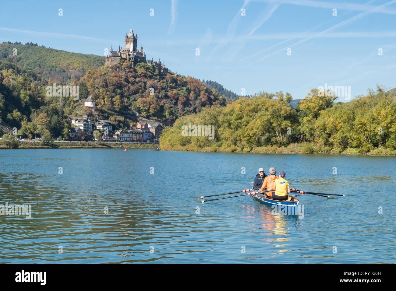 Cochem, Cochem-Zell, hineland-Palatinato, Germania - in canoa sul fiume Moselle Immagini Stock