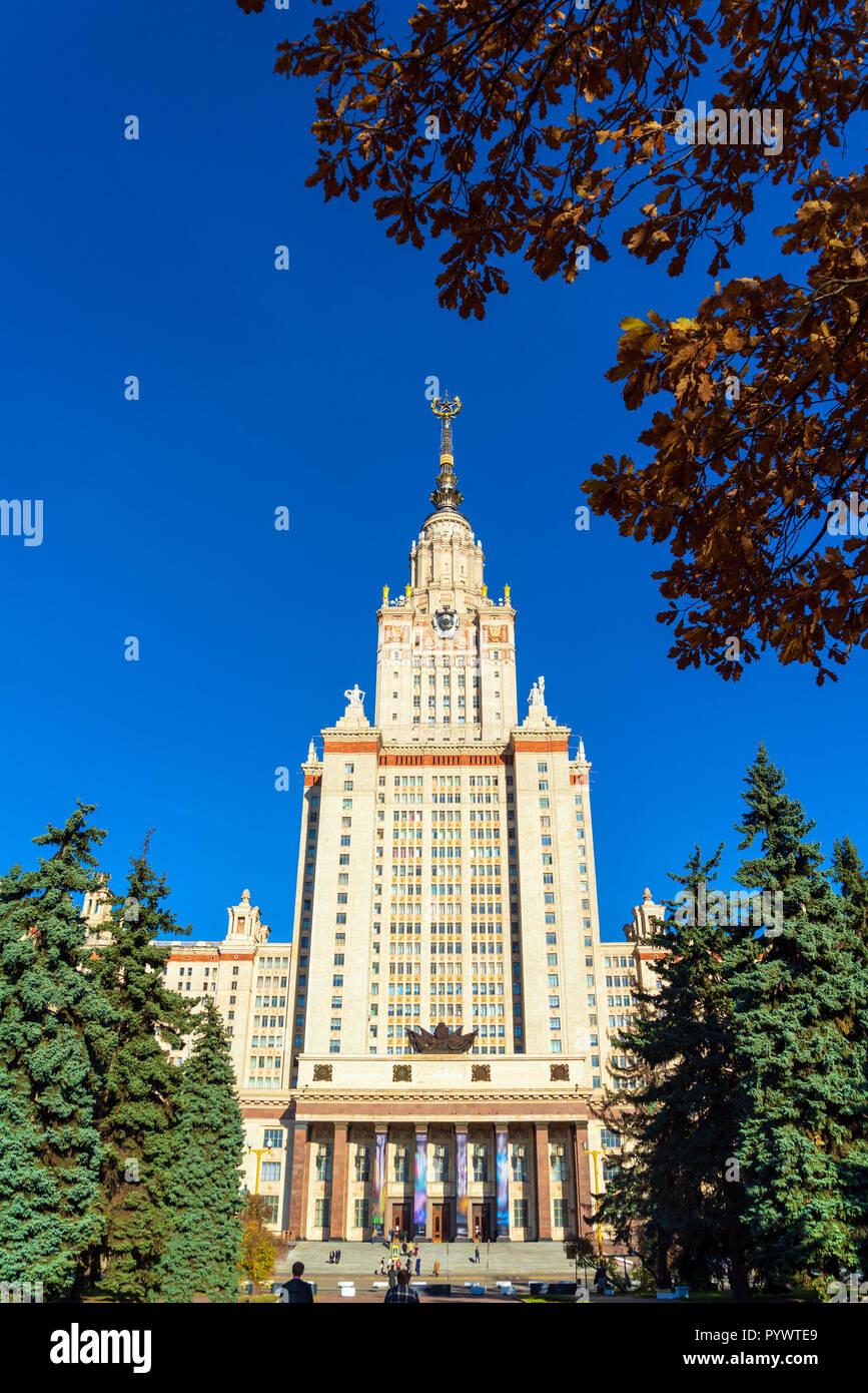 L'edificio principale di Lomonossov Università Statale di Mosca (MSU) sulle colline Sparrow, il famoso grattacielo di Stalin e un simbolo di scienza e di insegnamento Foto Stock