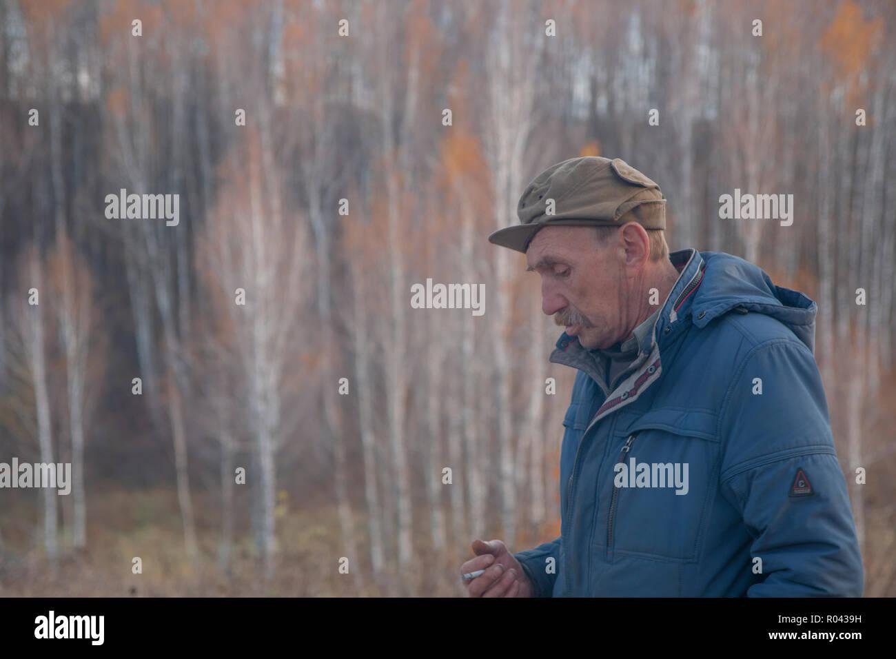 Un rustico di uomo con un baffi. La Russia. Regione di Kaluga. Village Immagini Stock