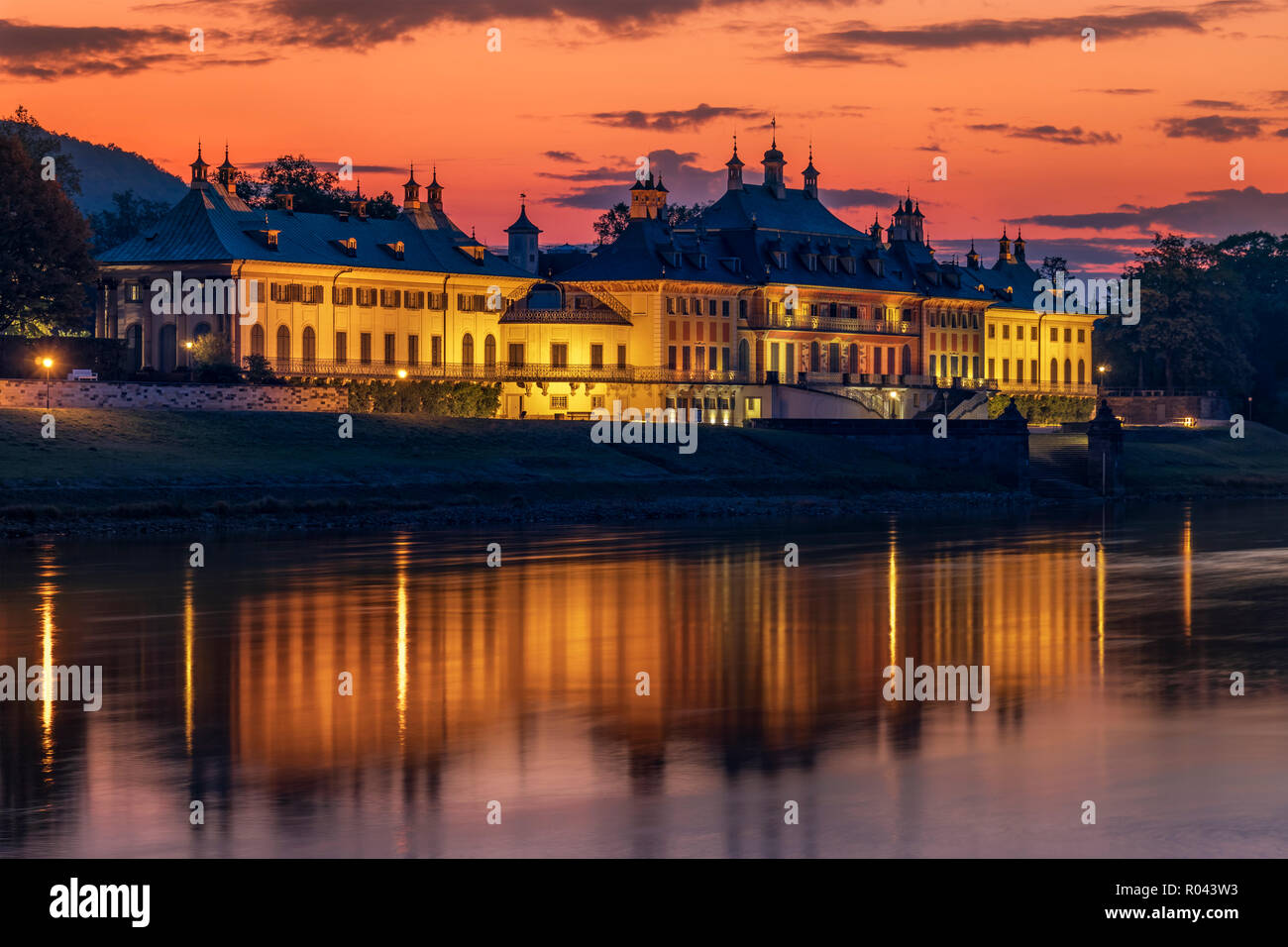 Schloss Pillnitz all'alba. Immagini Stock