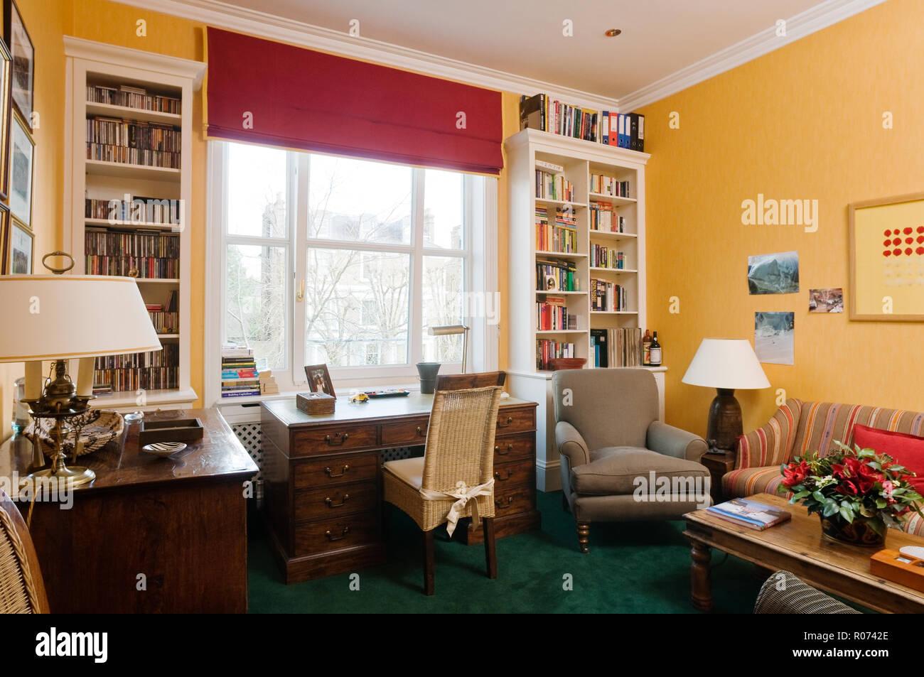 Scrivania in camera da letto con libreria incassata Foto & Immagine ...