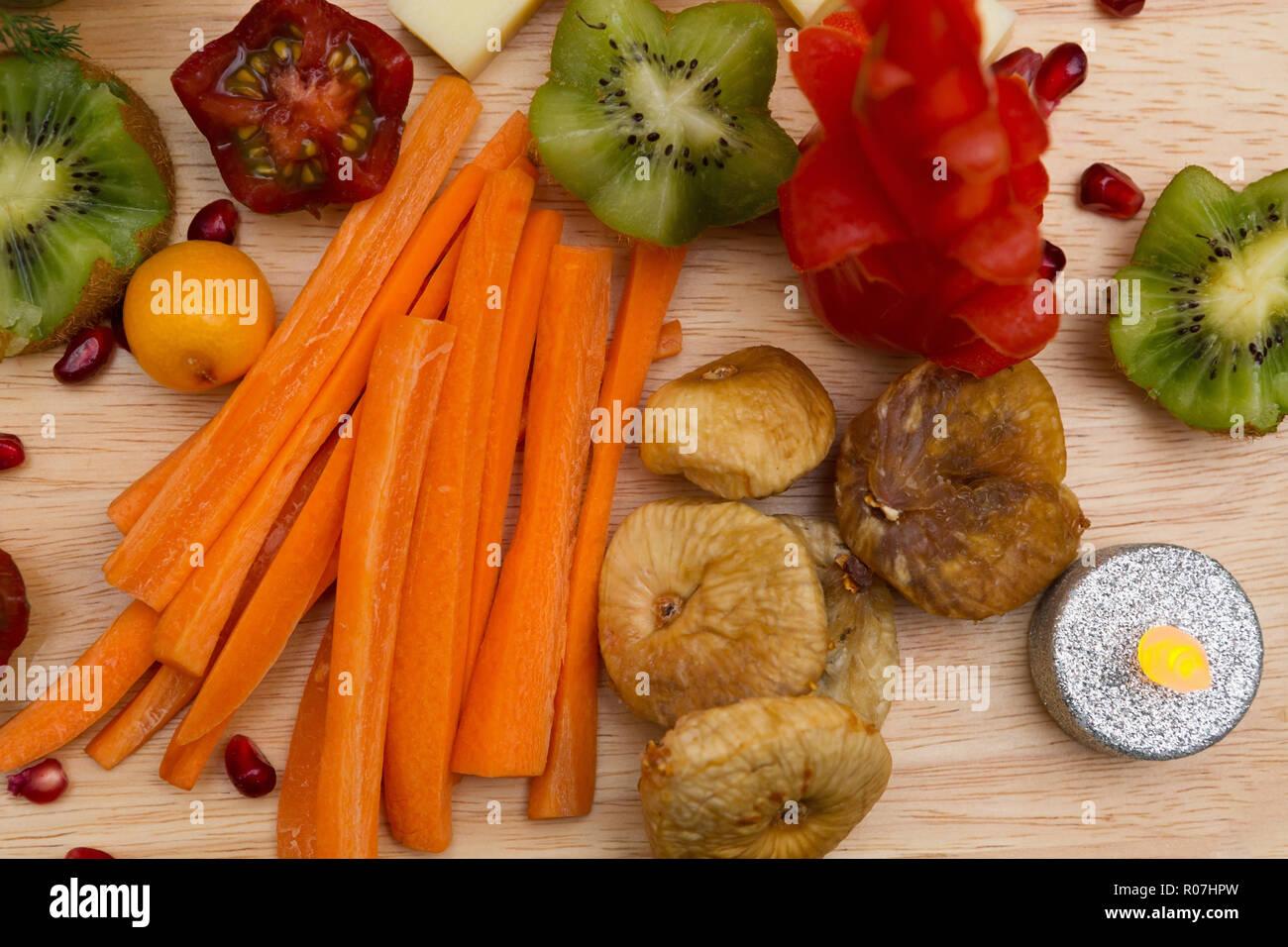 Deliziosi antipasti con frutta esotica Foto Stock