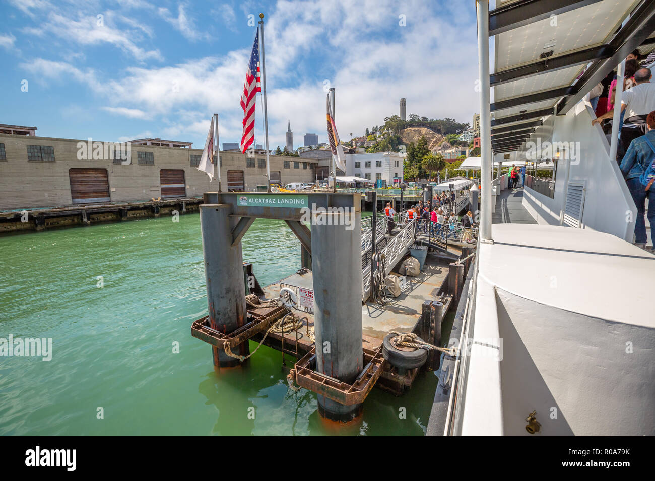 San Francisco, California, Stati Uniti - Agosto 14, 2016: Alcatraz imbarcadero del tour in barca Alcatraz Flayer all isola di Alcatraz a San Francisco Bay Immagini Stock