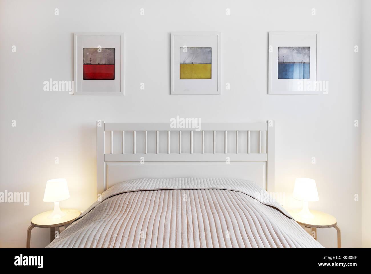 Interno della camera da letto. Semplice, comfort e stile ...