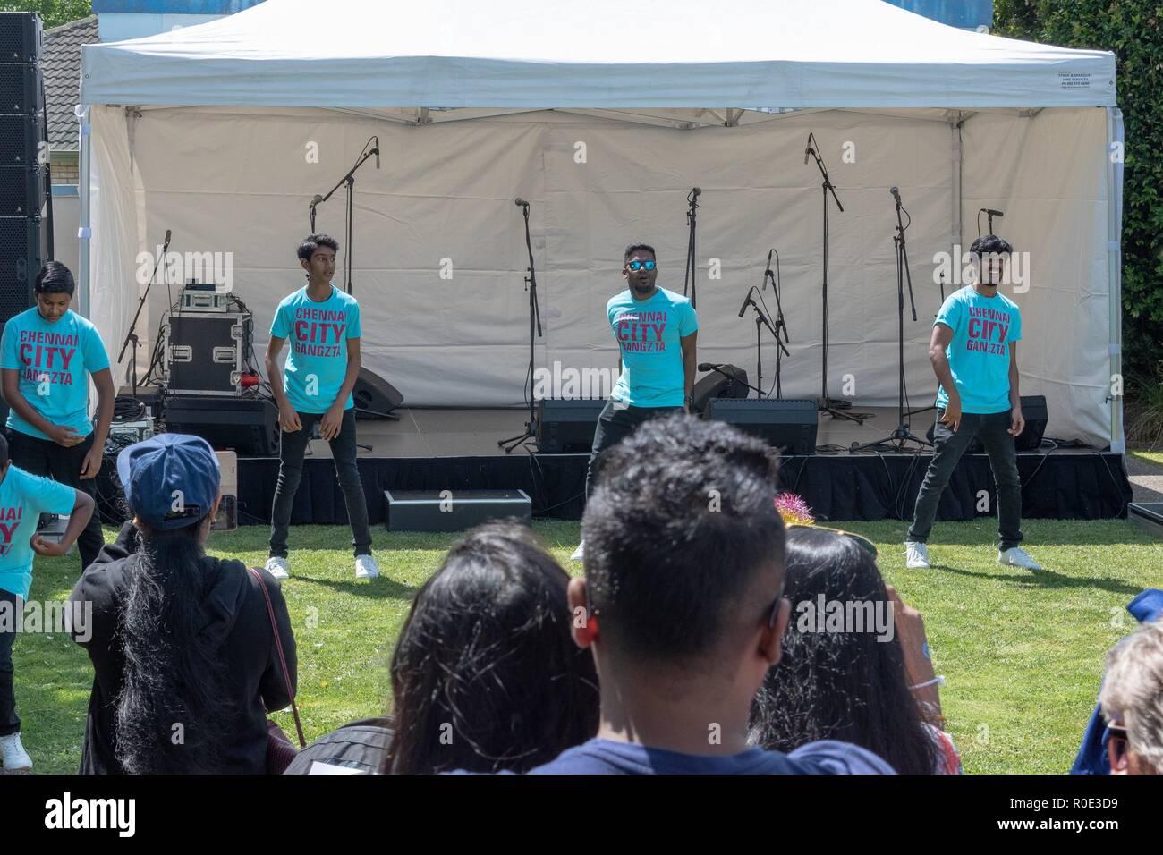 Auckland Nuova Zelanda 27 Ottobre 2018 - i giovani danzatori indiani stanno facendo il loro routine presso il Sandringham Street Festival Immagini Stock