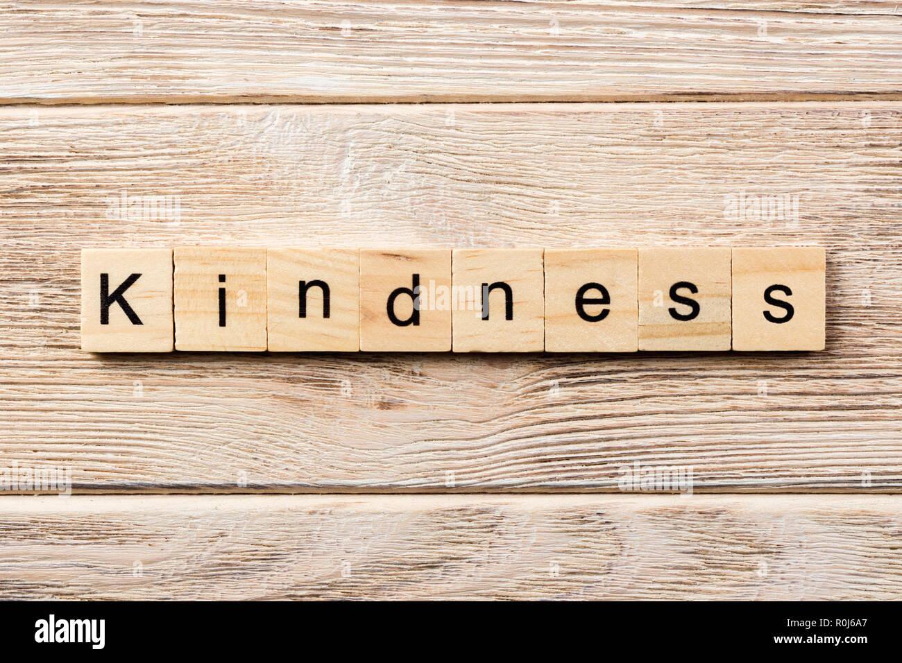 Gentilezza parola scritta sul blocco di legno. gentilezza del testo in tabella, concetto. Immagini Stock