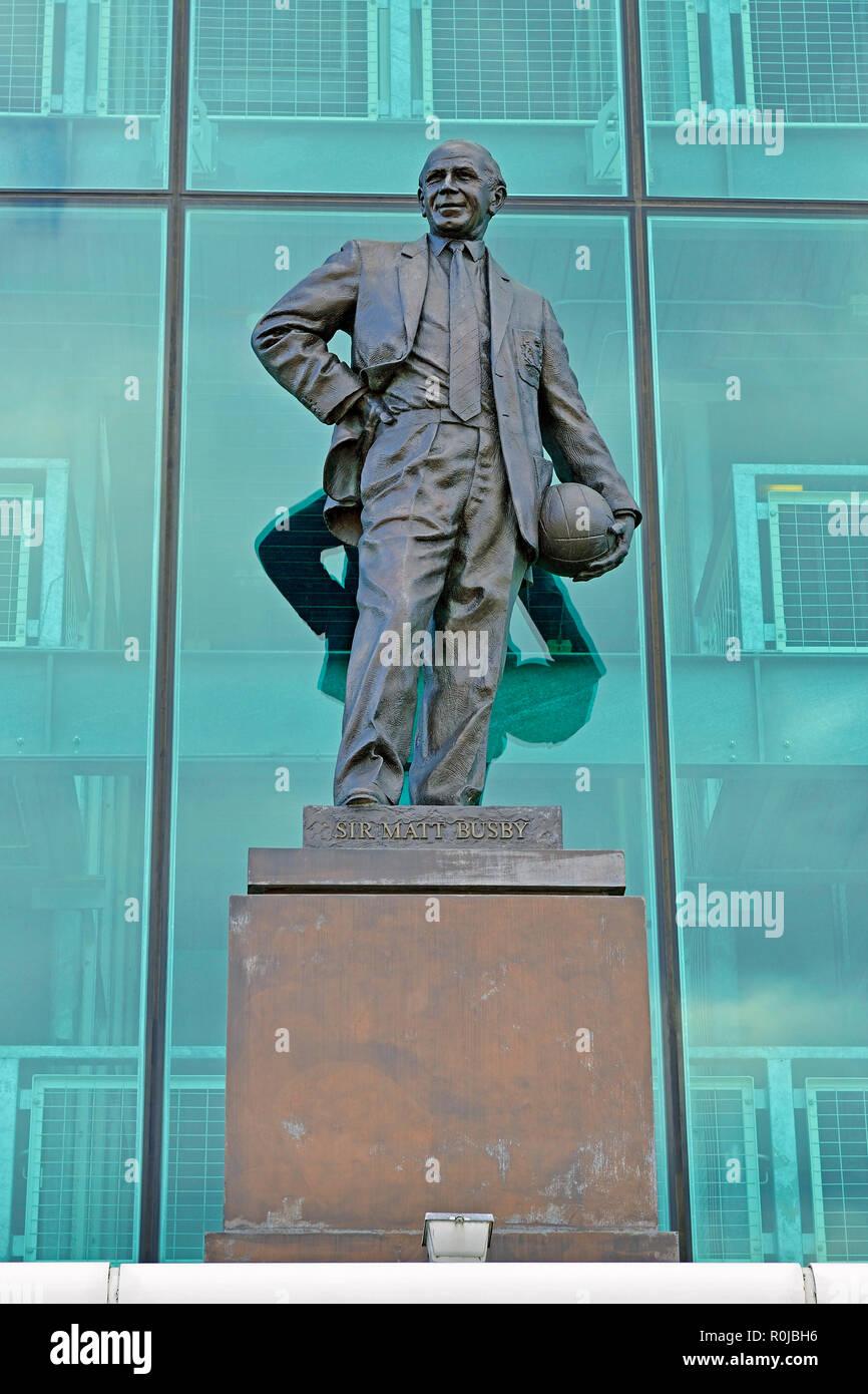 Sir Matt Busby statua al di fuori di Old Trafford, casa del Manchester United Football Club, England, Regno Unito Immagini Stock