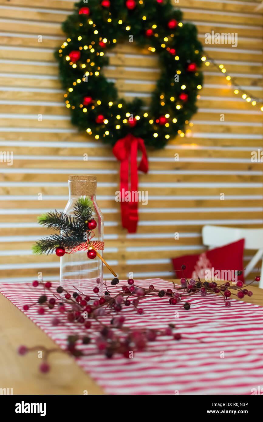 Cucina Natale 2019.Ghirlanda Di Natale Sulla Parete Di Legno In Cucina Tavola