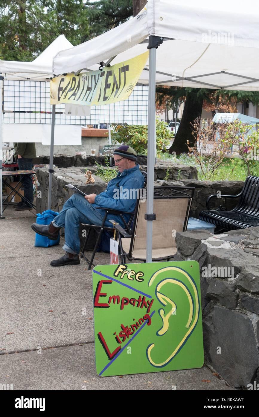 La libera empatia tenda, un luogo dove chiunque può andare a parlare ed essere ascoltati con empatia, Eugene, OR, Stati Uniti d'America. Immagini Stock