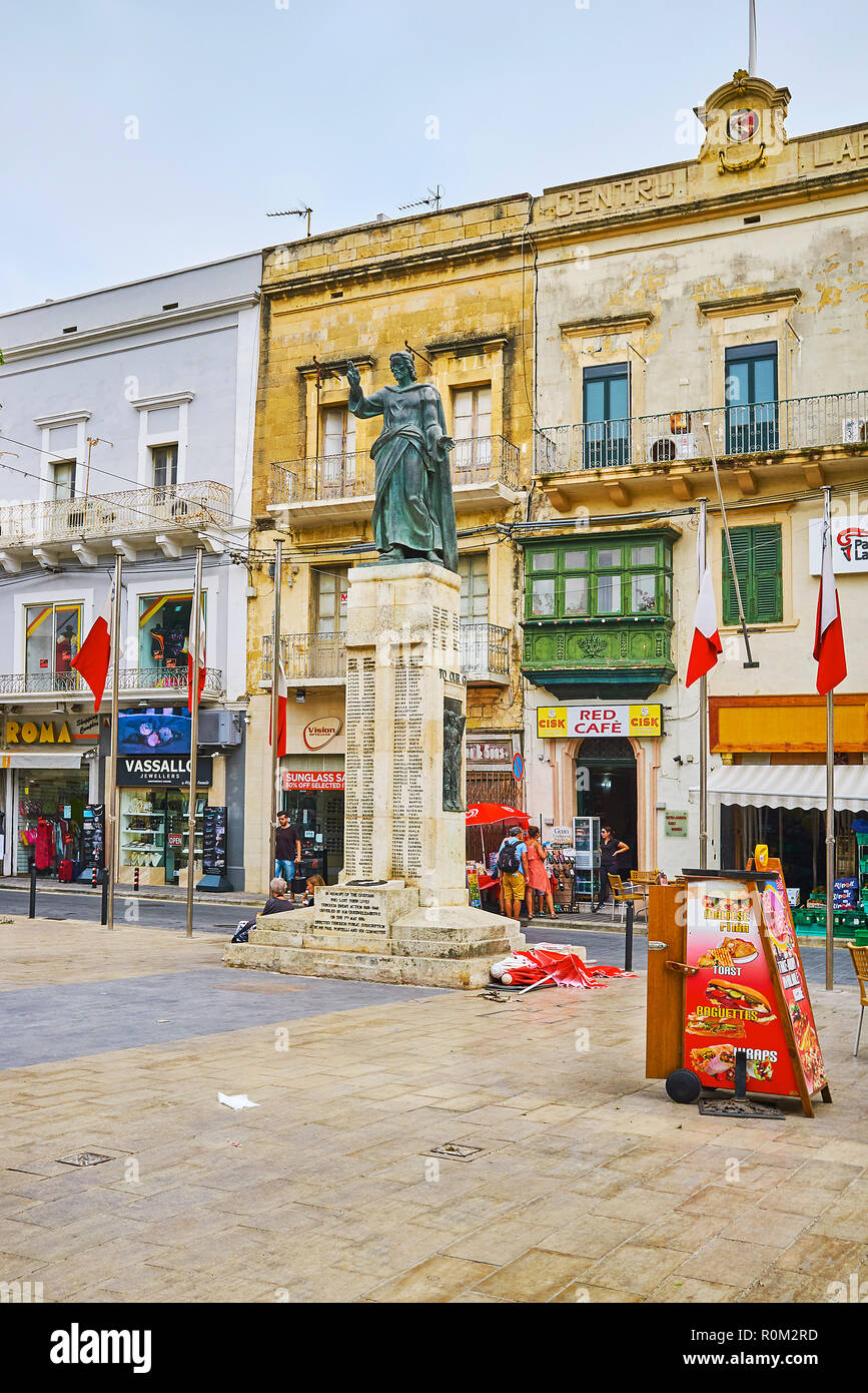 VICTORIA, Malta - 15 giugno 2018: la statua di Gesù sulla sommità del Memorial a Gozo vittime della II Guerra Mondiale, situato in Piazza Indipendenza, Giu Immagini Stock