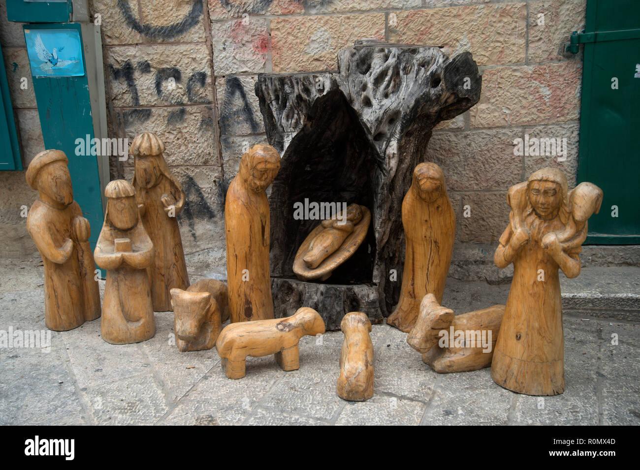 Presepi Di Legno Betlemme : Betlemme in legno di olivo souvenir presepe foto immagine
