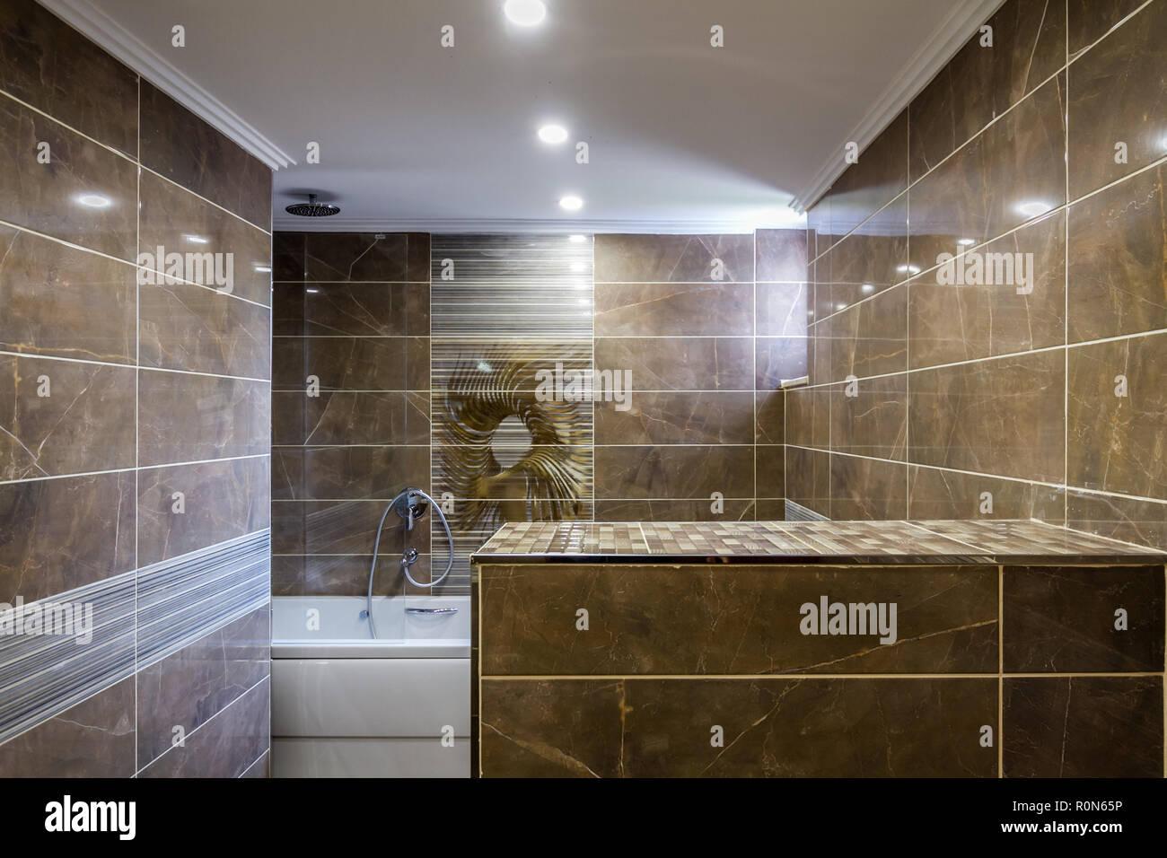 Vasca Da Bagno Marmo : Moderne stanze da bagno sono decorate con pareti in marmo bianco