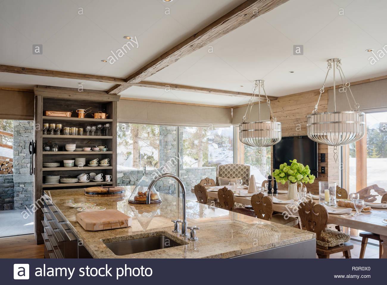 Sala Da Pranzo Rustica : Cucina rustica da sala da pranzo foto immagine stock