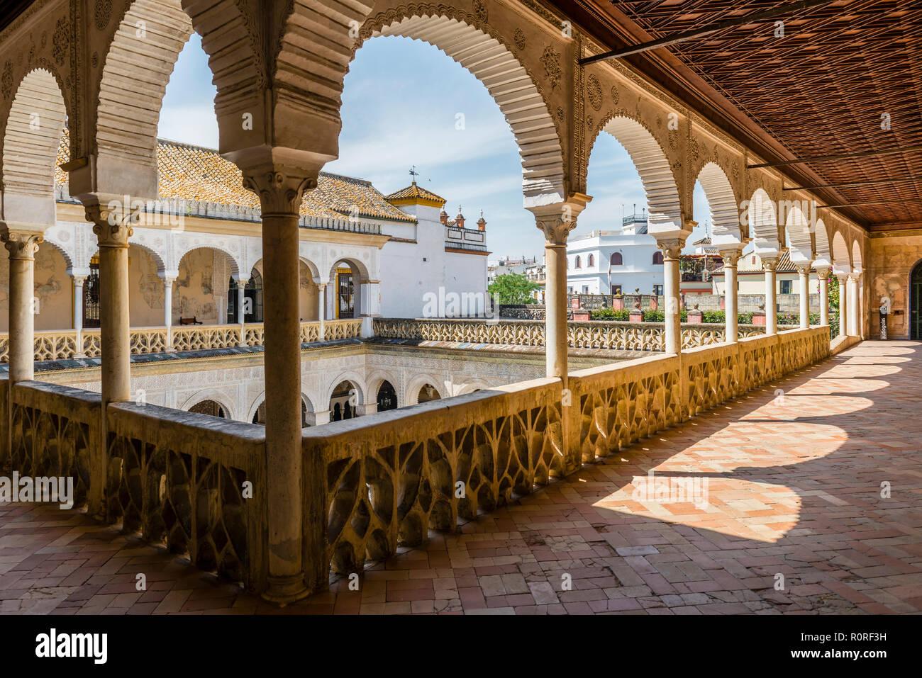 Arcade, Palazzo di Città, nobiltà andaluso Palace, Casa de Pilatos, Sevilla, Andalusia, Spagna Immagini Stock
