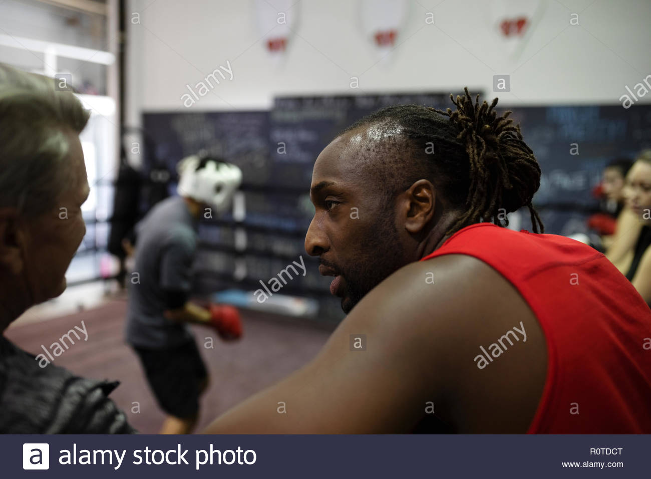 Boxer maschio in palestra Immagini Stock