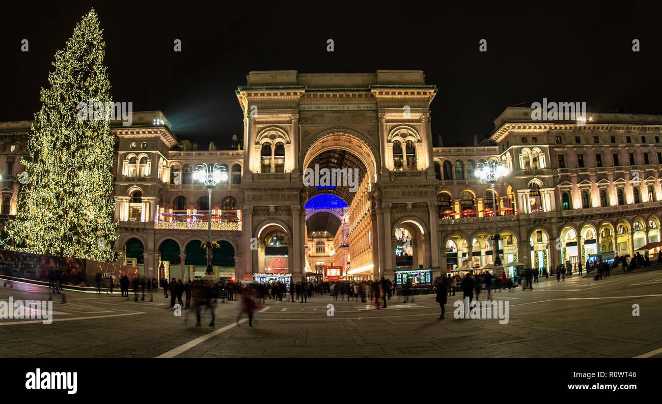 Milano Decorazioni Natalizie.Albero Di Natale In Piazza Del Duomo Le Decorazioni Di