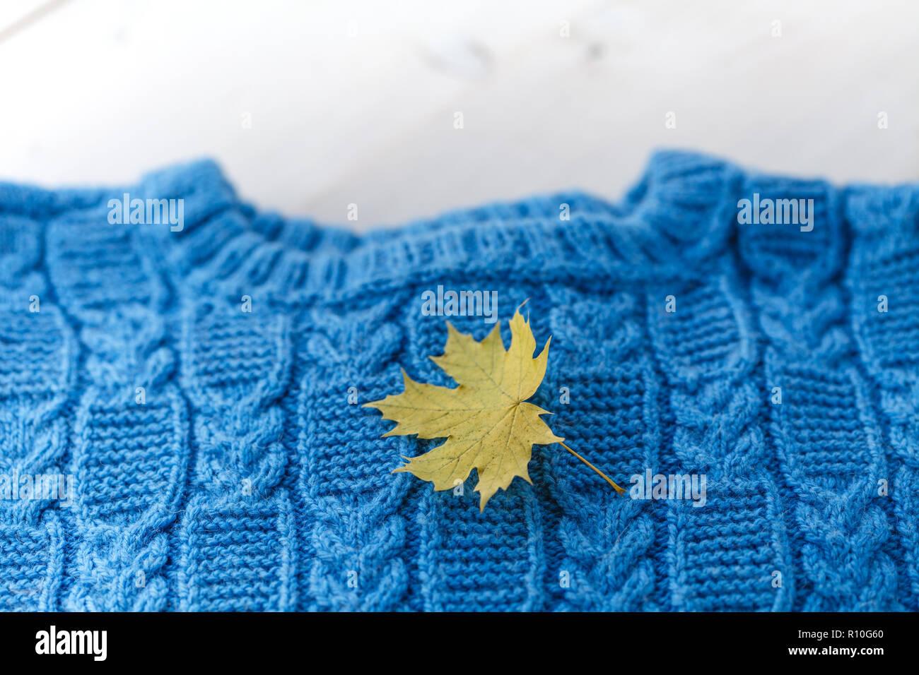 La moda a maglia pullover fatti a mano (maglione) per il
