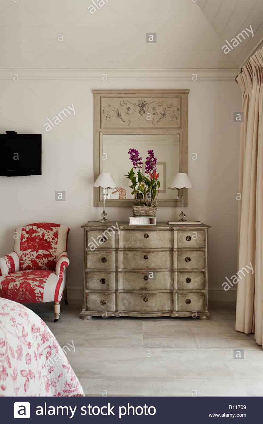 Con casse da pavimento in camera da letto Foto & Immagine Stock ...