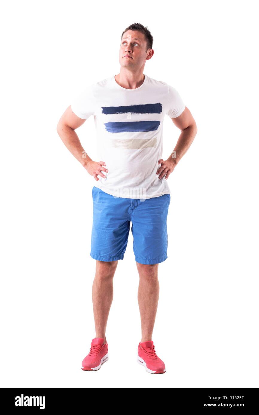 Confuso Uomo Guardando Informale In Abbigliamento Sportivo Alto N80OPnkwX