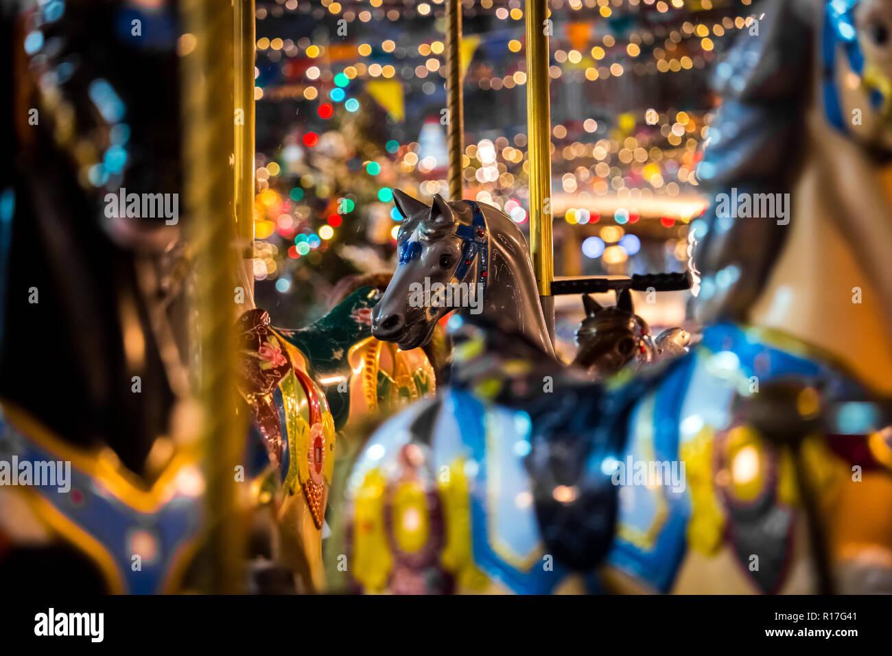 Immagini Di Natale Con Cavalli.Giostra Con Cavalli A Dondolo Sul Mercato Di Natale A Mosca