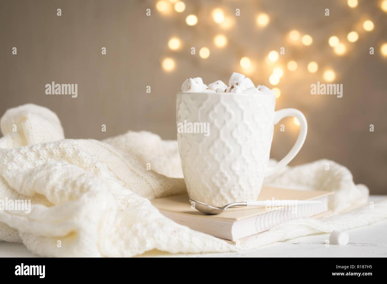 Il Natale di cioccolata calda con marshmallows in bianco mug 90b9b3939930